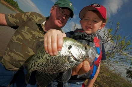Oklahoma's Free Fishing Days are June 2-3, 2018. Anyone may fish in Oklahoma during these days without a state license (free paddlefish permit still required). Some city permits may still be required