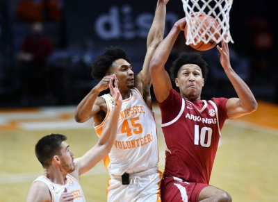 Arkansas Suffers 79-74 Loss At #9/8 Tennessee