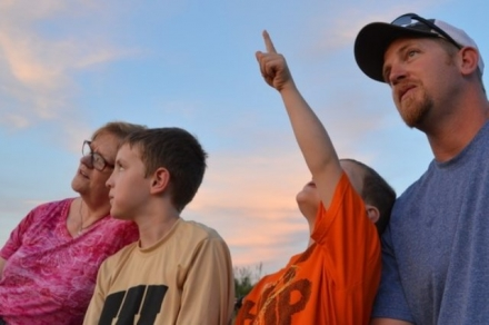 A family watches bats emerge from the Selman Bat Cave. Children must be 8 or older to attend. (Blake Podhajsky/ODWC)
